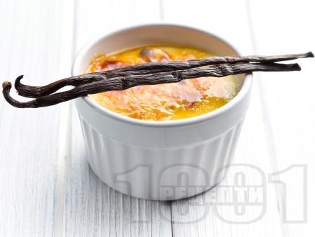 Лимонов крем Брюле с хрупкава захарна коричка - снимка на рецептата